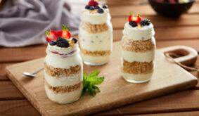 Glass jars with granola and yogurt
